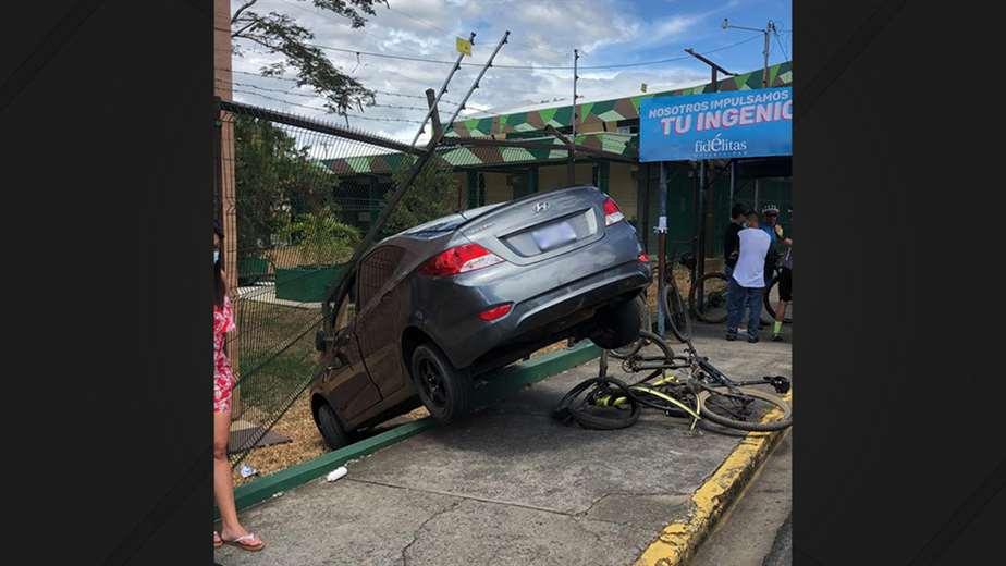 Aparente discusión derivó en atropello de ciclistas en Alajuela
